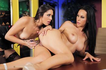 Anna Morna Lesbian Duo