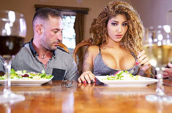 Venus Afrodita Blowjob for Dinner