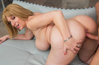 Sara Jay Thicc Milf in Action